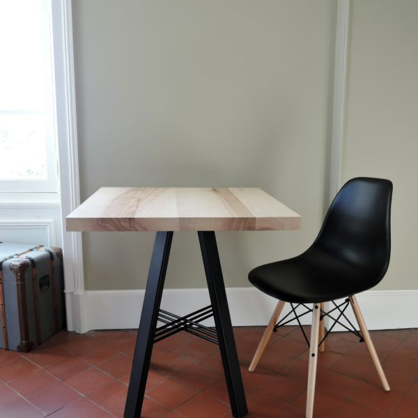 ARTMETA table TRESSE 70 x 70 cm noir charbon et frêne olivier