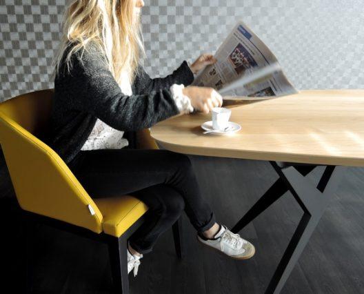 ARTMETA table Ma Reine surf 220 x 100 cm en chêne naturel prestige et piétement noir charbon