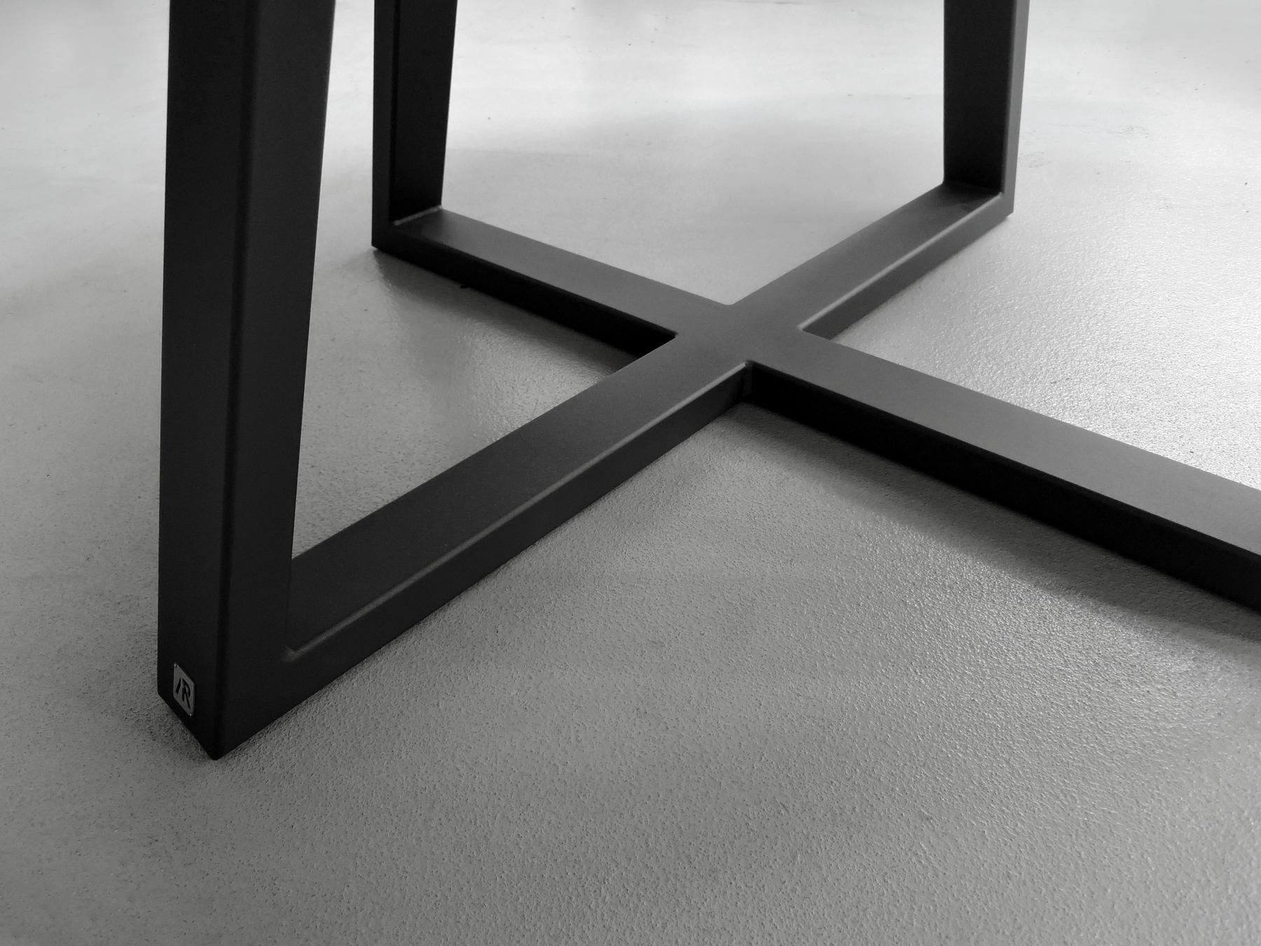 ARTMETA / table Symbole ronde en acier et bois massif