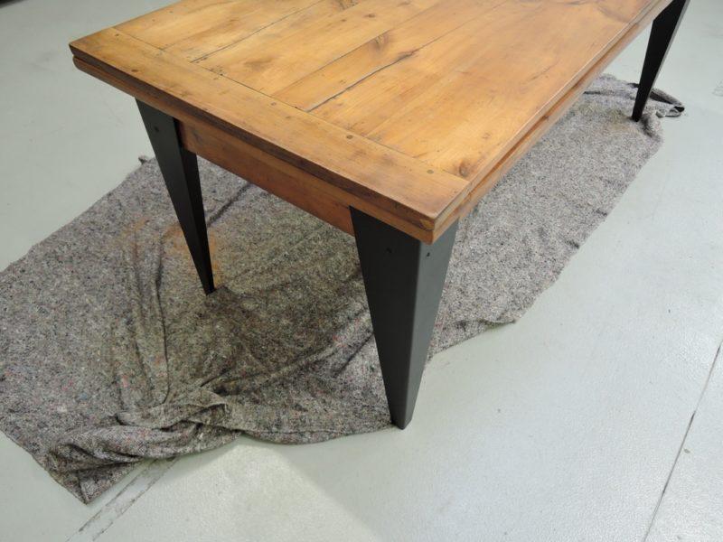 Comment relooker sa table à manger en bois ?