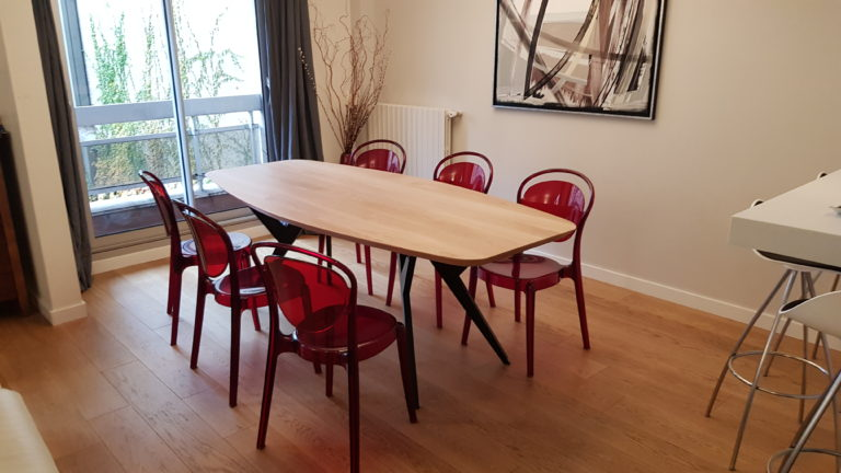 ARTMETA / table Ma Reine forme surf / 220 x 100 cm / chêne naturel prestige et noir charbon