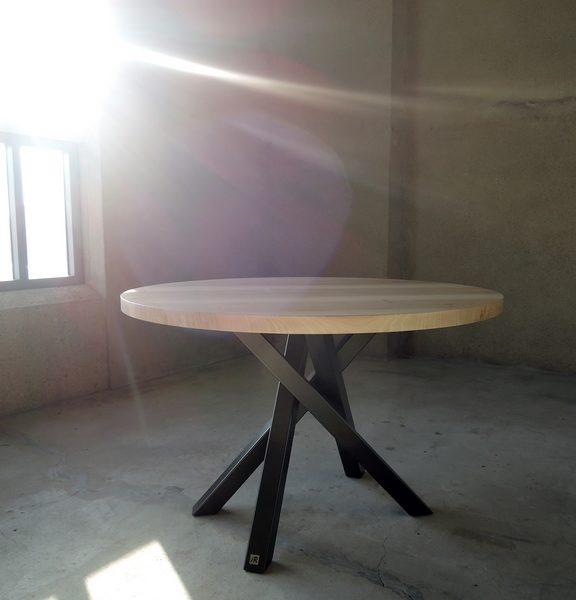 ARTMETA / Table Mikado ronde sur mesure / acier et bois massif / diamètre 110 cm