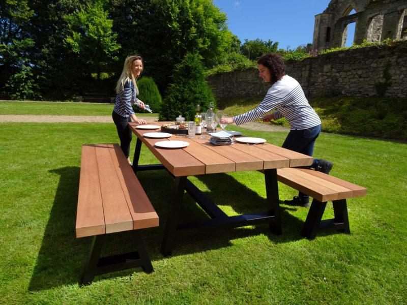 4 conseils sur l'entretien du mobilier de jardin en bois