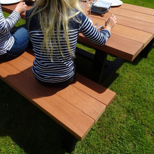 ARTMETA / table Printemps pour l'extérieur / 240x100xH75 cm / moabi massif + noir charbon