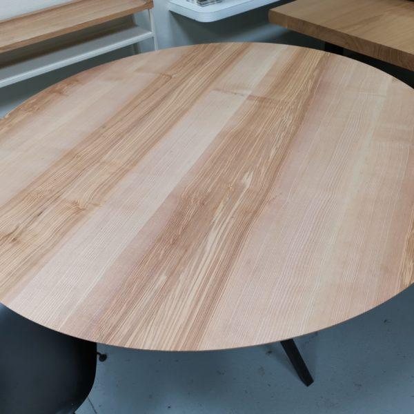 vARTMETA / table ronde de 135 x H 75 cm / frêne olivier et noir doré