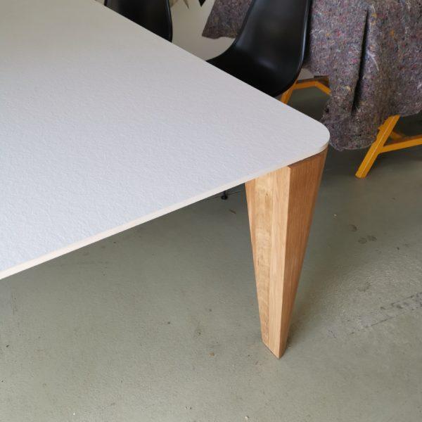 ARTMETA / table Madame / 180 x 120 x H 75 cm / compact blanc et chêne naturel