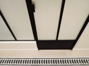 ARTMETA / réalisations /poser une verrière intérieure / avec porte battante