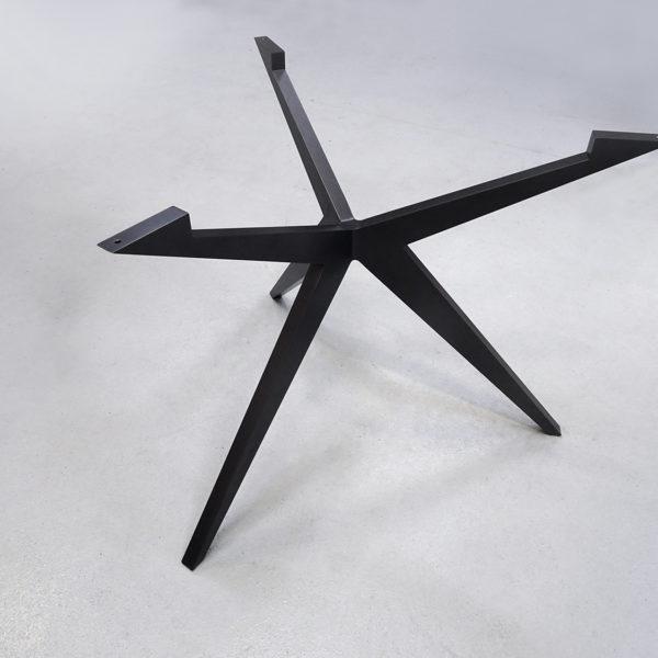 ARTMETA / pied de table ronde Papillon / Fabrication sur mesure / Couleur photo : noir doré