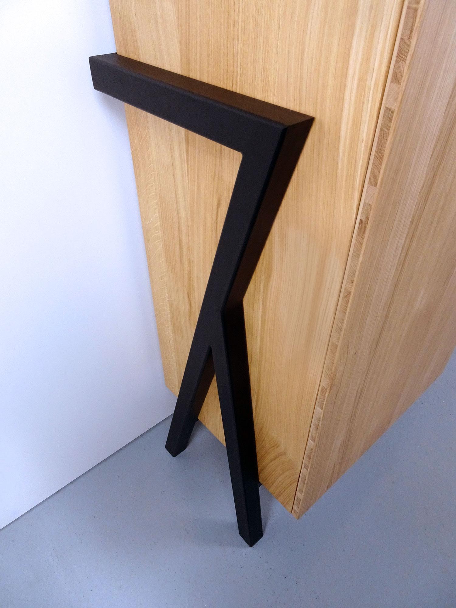 ARTMETA / Vitrine FLAMANT / Acier et bois massif / Fabrication sur mesure
