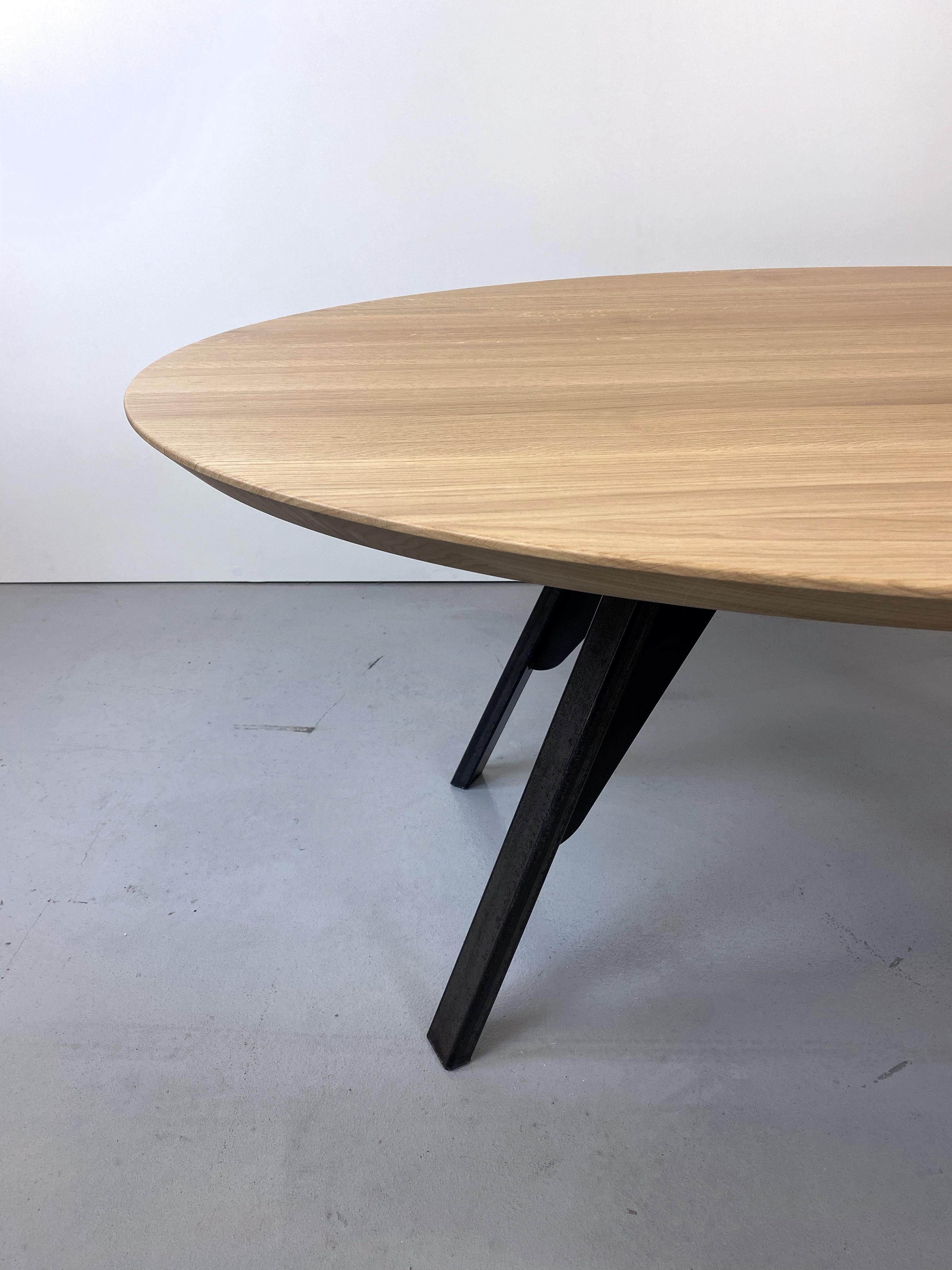 Table Nageoire Ovale / Pied Acier / Bois Massif Français