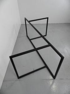 ARTMETA / pied Empreinte acier sur mesure / table Empreinte