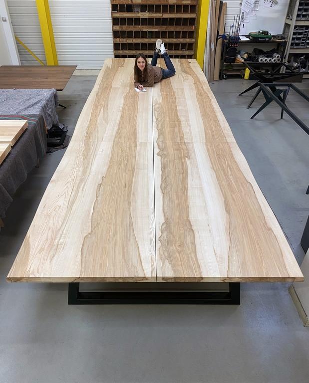ARTMETA / table XXL de réunion en bois massif / 6 mètres de long x 2 mètres de large