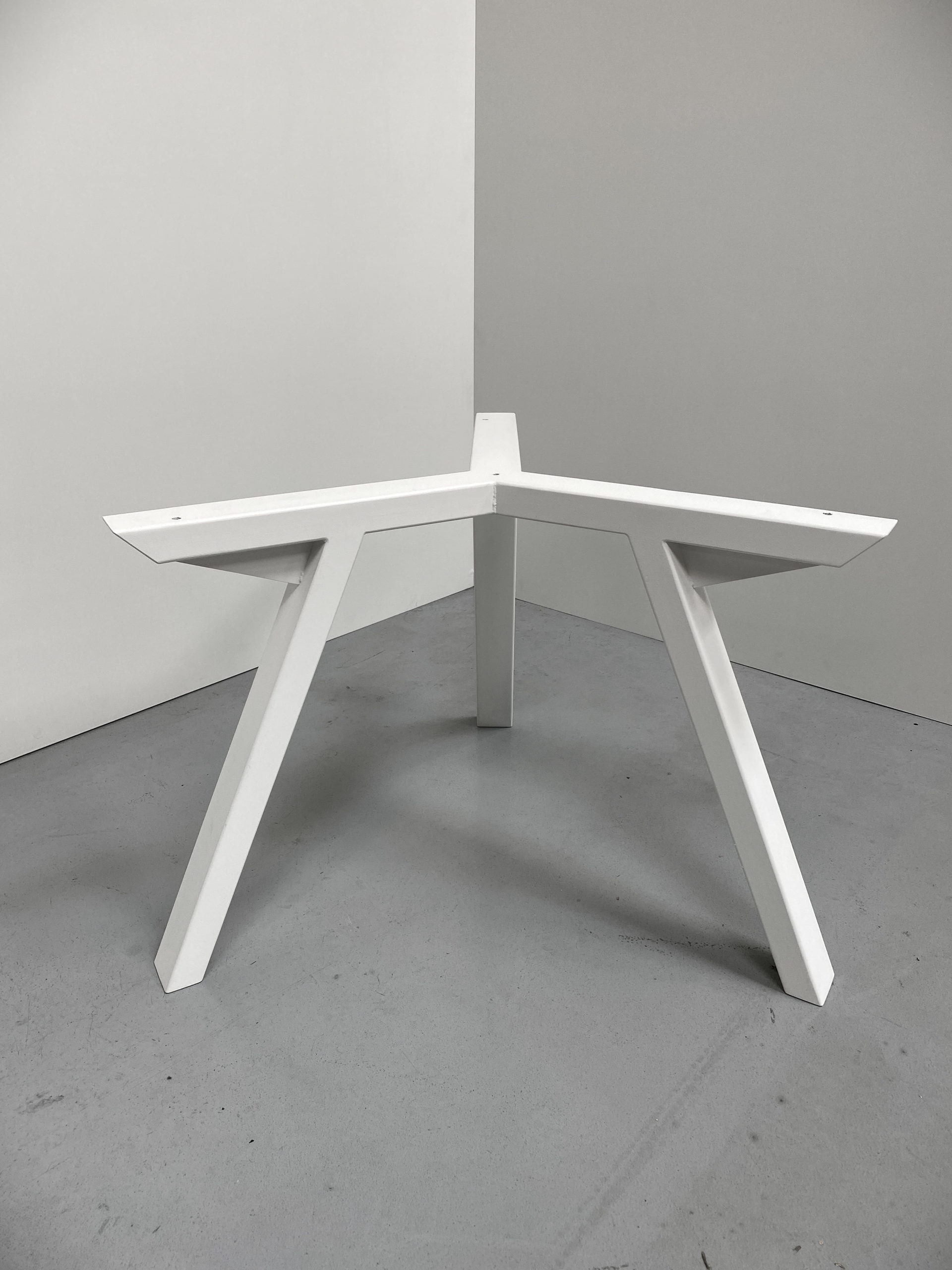 ARTMETA / pied tripode en acier sur mesure / Table Tripode
