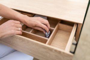 Coiffeuse meuble Mademoiselle avec miroir et rangement / acier et bois massif / ARTMETA