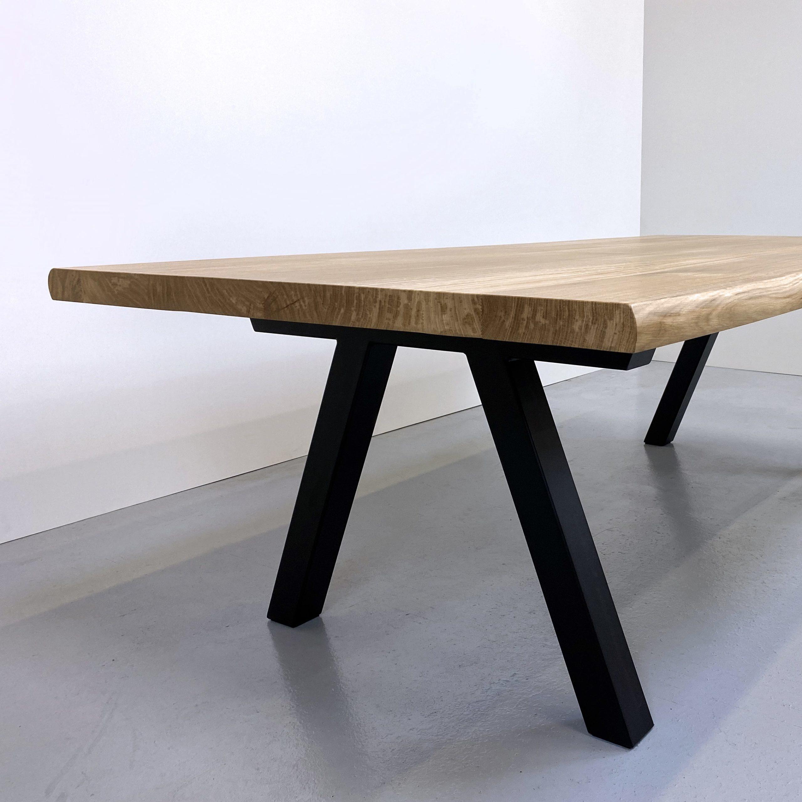 Table bois et metal Pi / chêne authentique massif et pied noir / ARTMETA