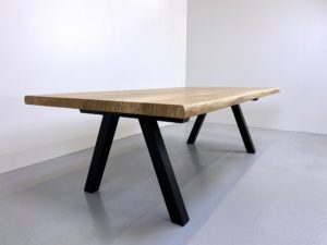 table à manger bois et métal / 240 x 120 x H 75 cm / chêne authentique et pied noir / ARTMETA