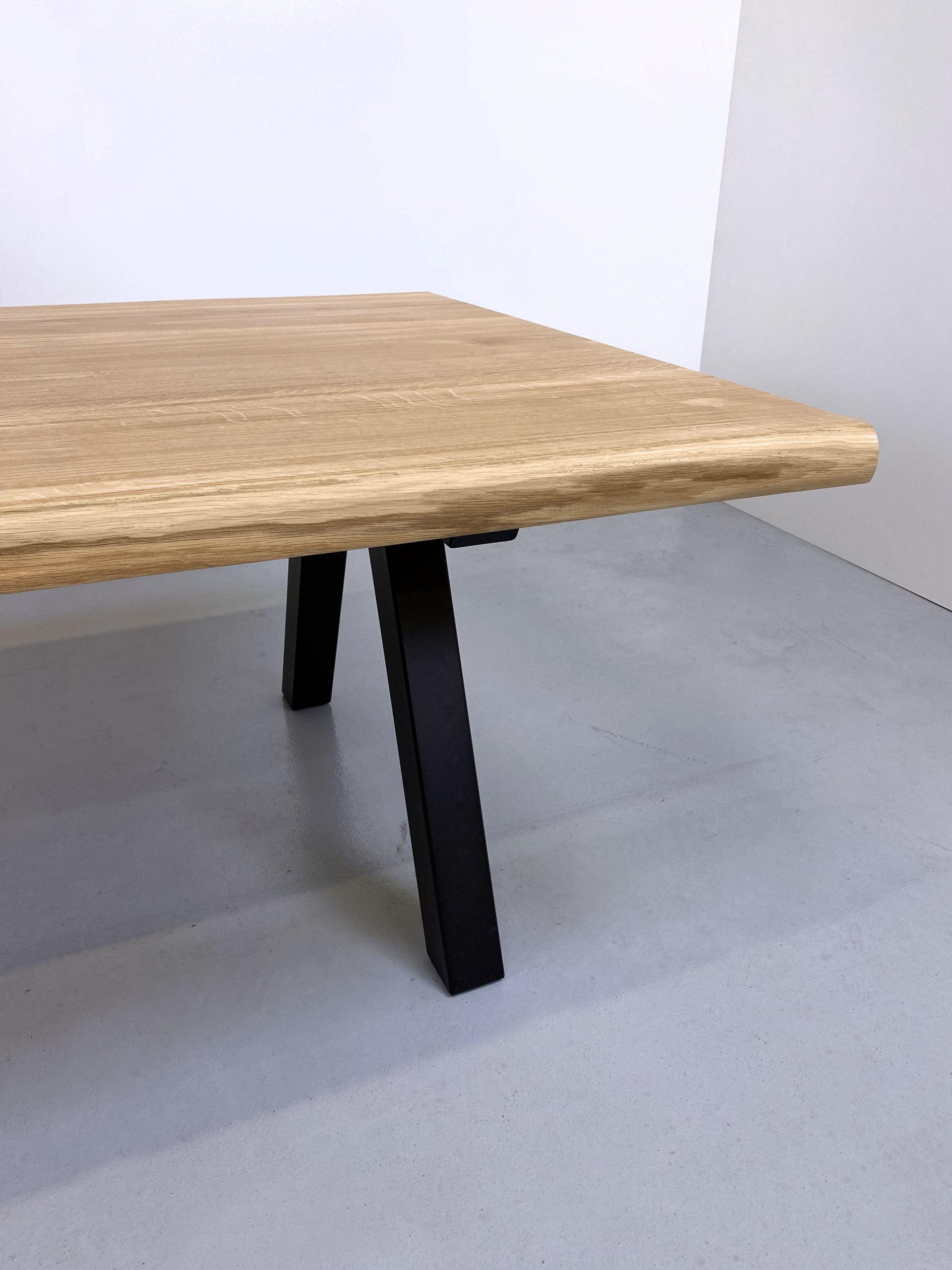 Table Pi en acier et bois massif / chêne authentique et pied noir / ARTMETA