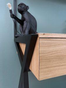 Bureau mural Delta avec tiroir et étagères en bois massif / structure acier / ARTMETA