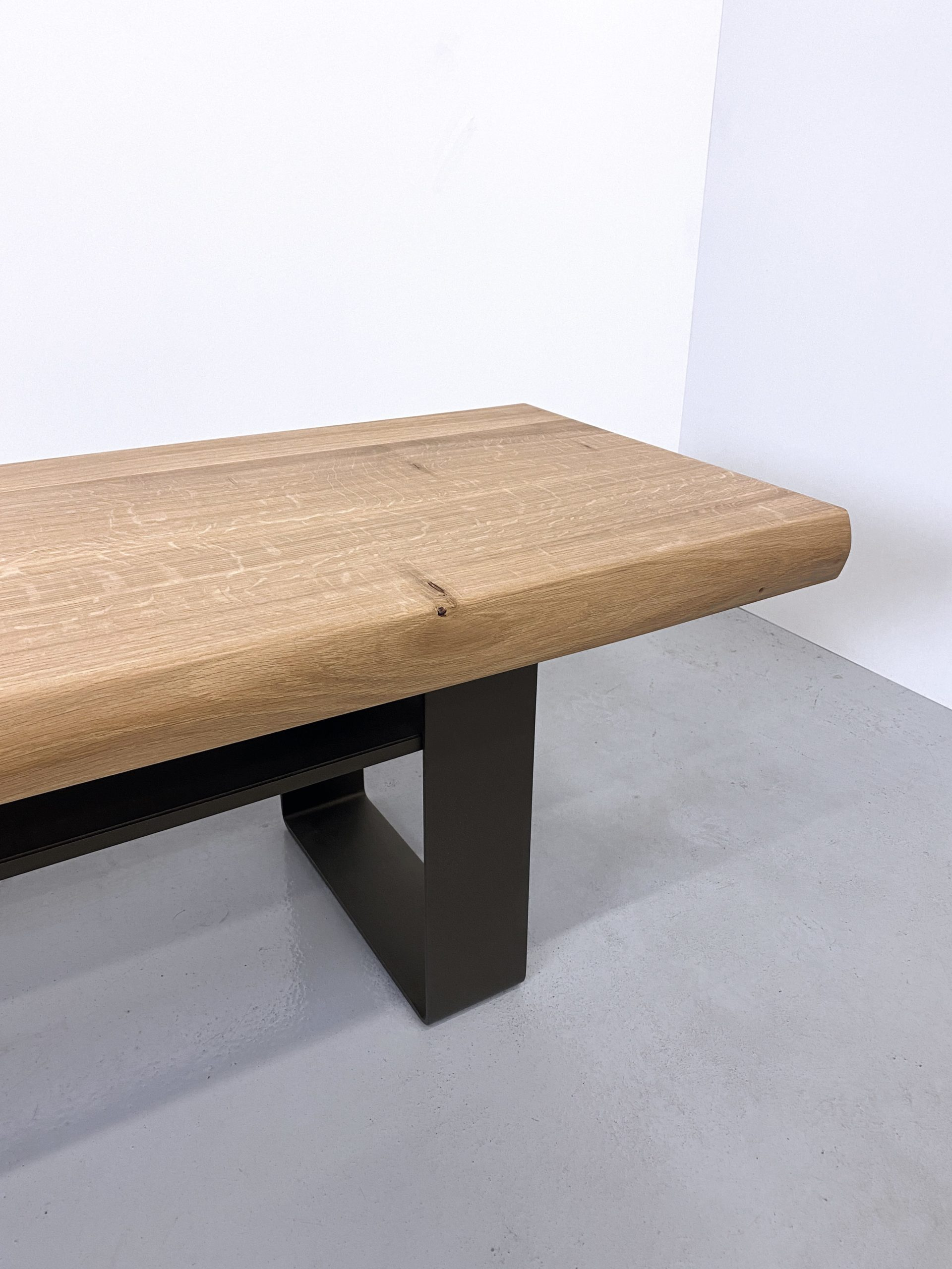Banc tv Ruban / Acier et bois massif / mobilier sur mesure / ARTMETA
