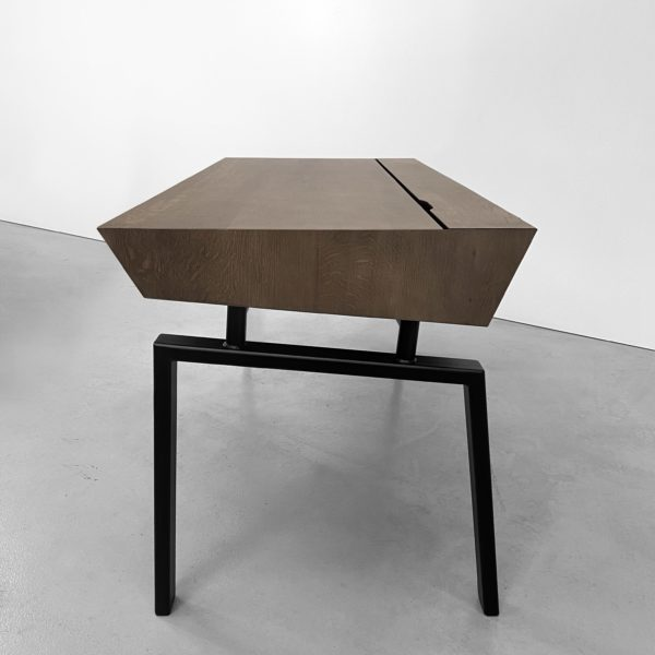 Bureau avec tiroirs Compagnon / Sur la photo : L150 x P70 x H76 cm / Fabrication artisanale française sur mesure en acier et bois massif / ARTMETA