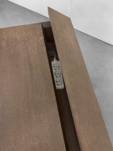 Bureau avec tiroirs Compagnon / Sur la photo : L150 x P70 x H76 cm / Chêne massif teinte vintage et pied noir charbon / Fabrication artisanale française sur mesure / ARTMETA
