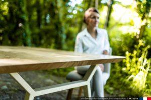 Table à manger Hameau en acier et chêne authentique massif français / Pied ivoire / Fabrication sur mesure ARTMETA